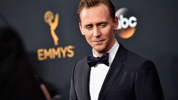 Tom Hiddleston, con un look atemporal de elegancia inglesa