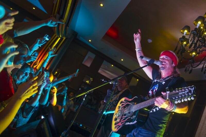 Bret Michaels en concierto en el Hard Rock Hotel, donde incluso tiene una suite con su nombre.