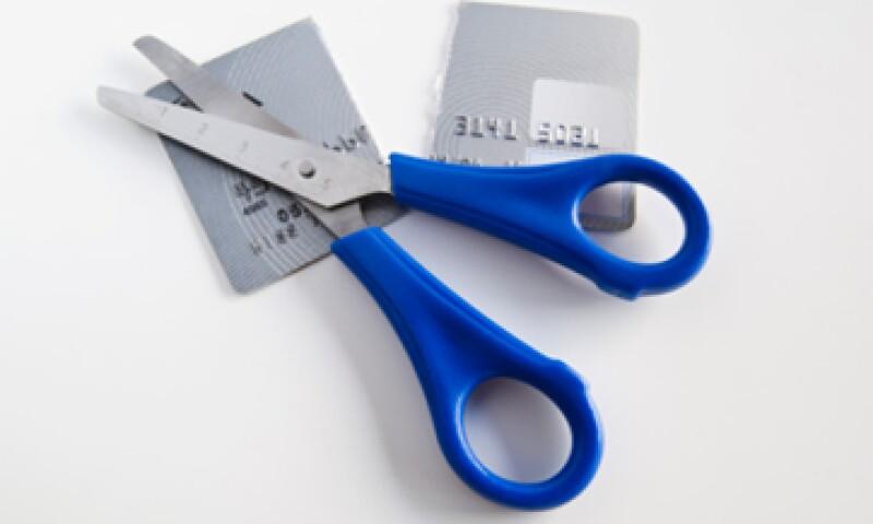 Una opción para liquidar tus deudas es enfocarte en la más importante y priorizar su pago. (Foto: Thinkstock)