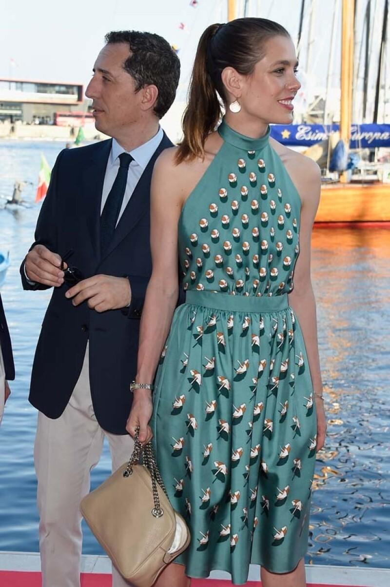 Ambas guapísimas, la aristócrata de Mónaco y la actriz mexicana coincidieron en gustos pues tienen el mismo vestido turquesa de Gucci.