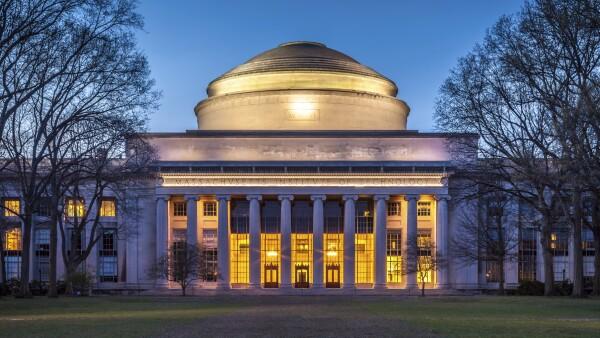 Estudiantes que sobresalen en los campos de la ciencia, tecnología, ingeniería y matemáticas ofrecen la inversión más rentable.