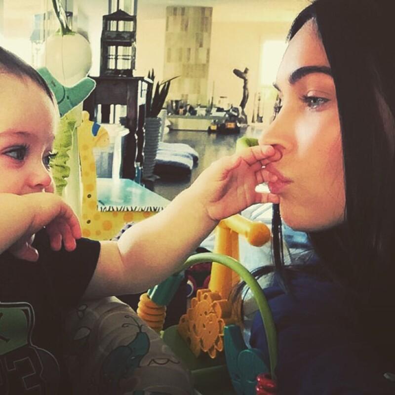 La actriz de Hollywood publicó por primera vez una foto de su hijo Bodhi de 11 meses de edad en Instagram, evidenciando que su pequeño heredó la intensa mirada de ella.