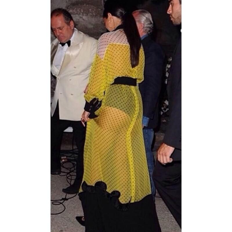Así lució la parte de atrás de su vestido.