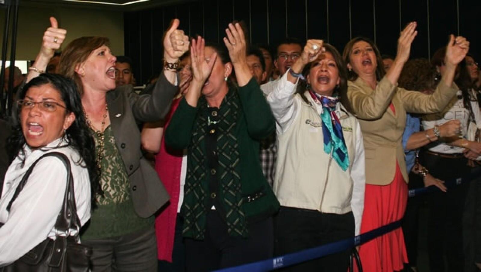 Vázquez Mota protesta de trabajadores de Mexicana en el WTC