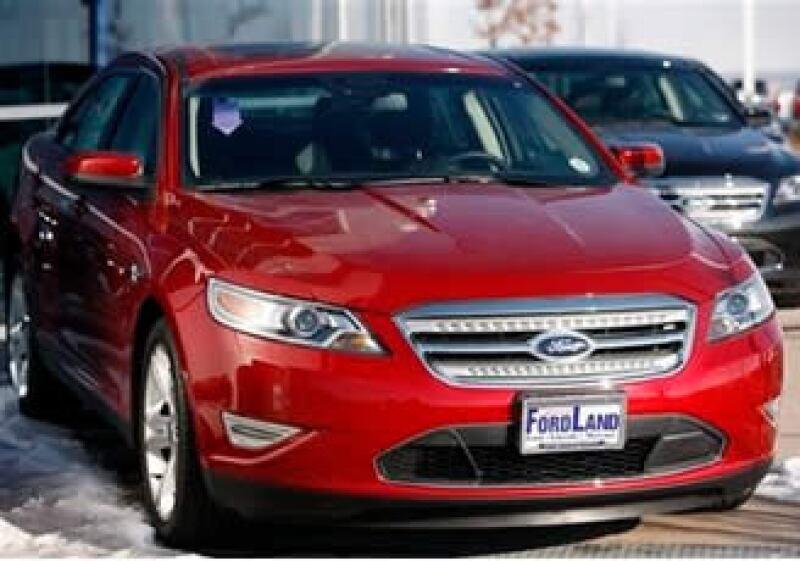 Las ventas minoristas en concesionarios de Ford cayeron 5% frente al año anterior. (Foto: AP)