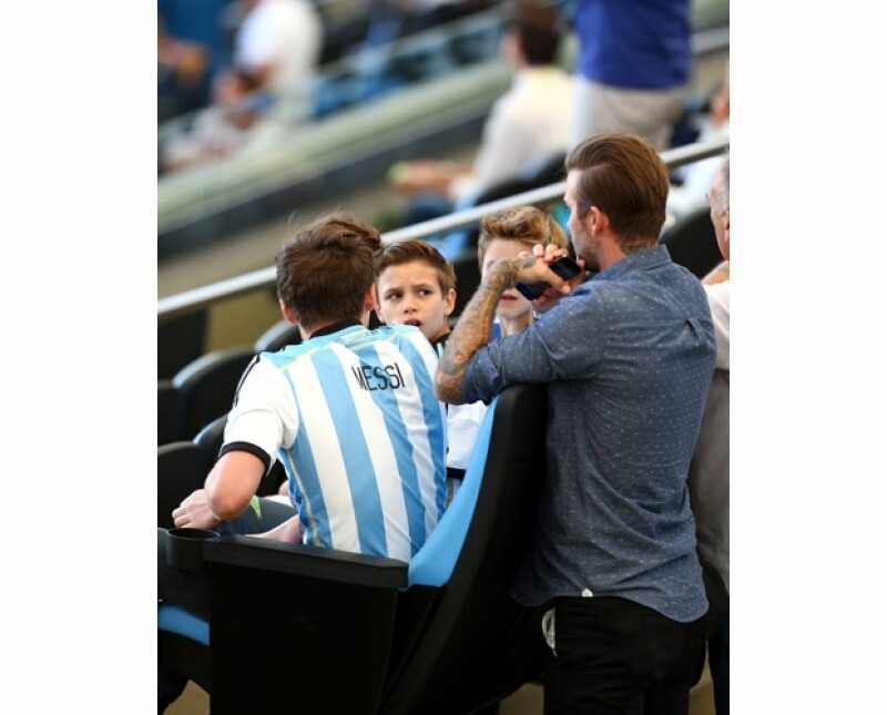 David no usó ningún jersey apoyando a alguno de los dos equipos pero sus hijos dejaron muy claro a quien apoyaban.