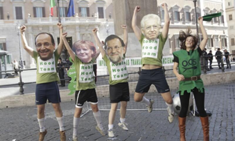 Activistas en Italia manifiestan su crítica a los líderes europeos por la situación económica. (Foto: AP)