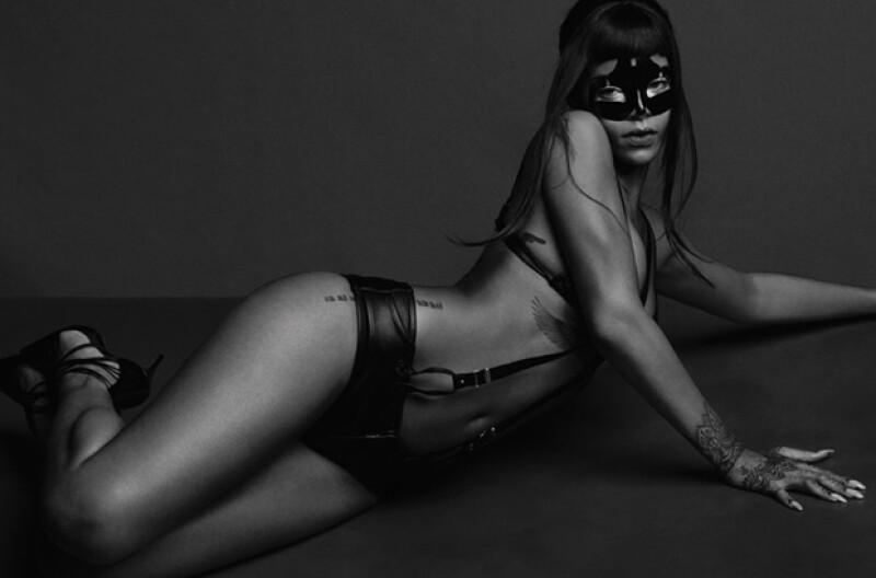 ¿Fifty Shades of Grey? La sensual imagen pareció recordar a la sexytud de la película de jamie Dornan y Dakota Johnson.