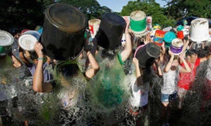 Más de 17 millones de personas participaron en el reto de la organización ALS Association (Foto: Reuters )