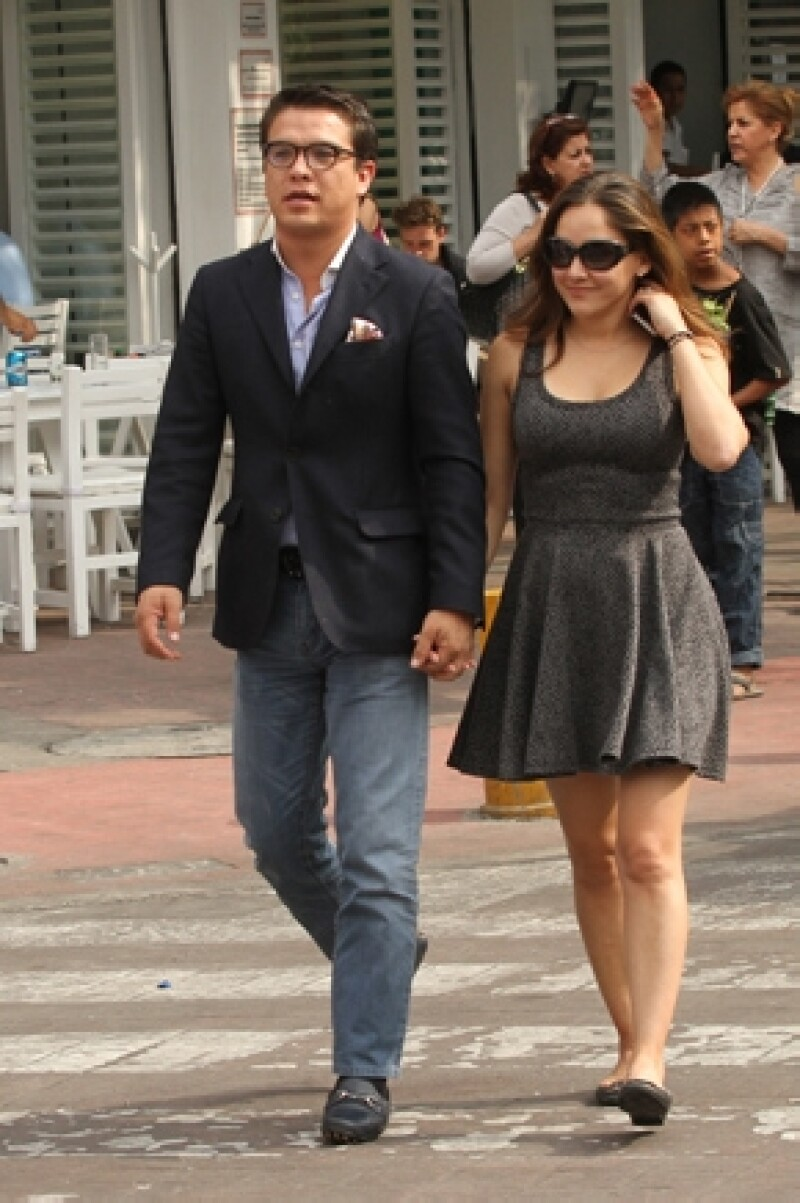 La actriz y el político Gerardo Islas recibieron bendición del rey Bopak Oka durante sus recientes vacaciones, ahora preparan la boda en México.