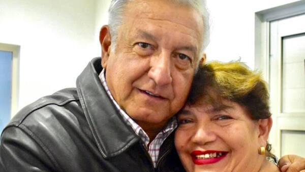 Andrés Manuel López Obrador y Úrsula Mojica Obrador.