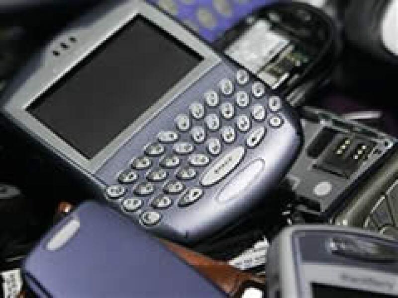 Los analistas han percibido un significativo recorte de precios en el mercado de los teléfonos móviles. (Foto: AP)