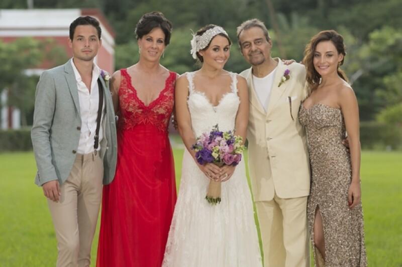 Gonzalo Vega, Leonora Sistos, Zuria Vega, Gonzalo Vega y Marimar Vega, la familia de la novia.