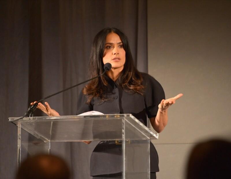 La actriz mexicana confesó al diario británico The Guardian, que su rol como madre es extenuante por ello, cuando ve a sus amistades se enfoca en hablar de dicho rol, aunque ellas no la entiendan.