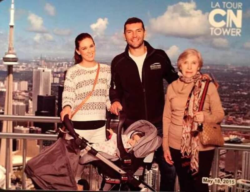 La familia se encuentra disfrutando de los atractivos turísticos de Canadá.