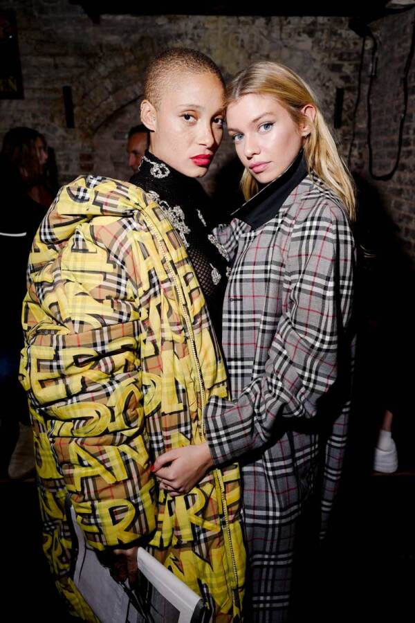 Adwoa-Aboah-and-Stella-Maxwell-wearing-Burberry-at-a-party-to-celebrateˇThe-Last-Magazine'sˇtenthˇanniversary-hosted-byˇBurberry-and-Adwoa-Aboah--(1)