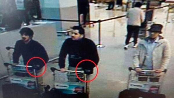 Cámaras de seguridad del aeropuerto captaron a tres hombres sospechosos de las explosiones que han causado decenas de muertes.