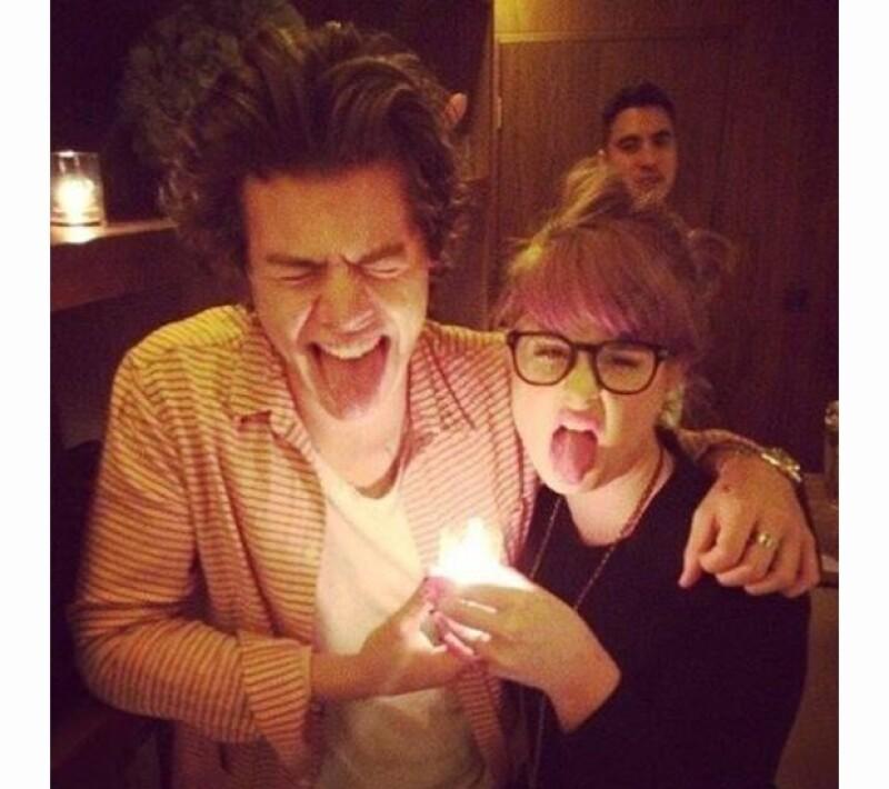 Harry Styles y Kelly Osbourne, de lo más divertidos en la fiesta.