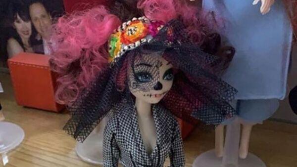 Recrean vestido de Beatriz Gutiérrez para una muñeca 15.jpg