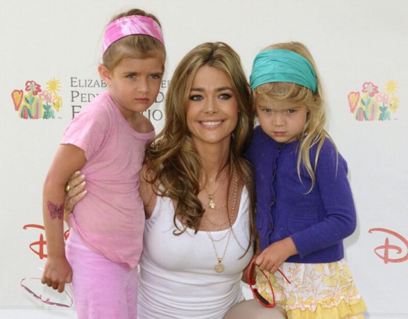 Denise Richards con las dos pequeñas que tuvo con el actor: Sam y Lola Sheen.