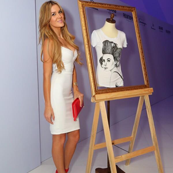 Verónica Montes combinó con accesorios rojo en el lanzamiento de Walk the Art `Philantrophy by Rojo + Torruco´.