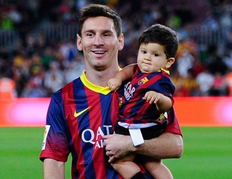 Muy orgulloso de su hijo, el astro argentino del futbol decidió compartir con el mundo los primeros pasos del pequeño Thiago.