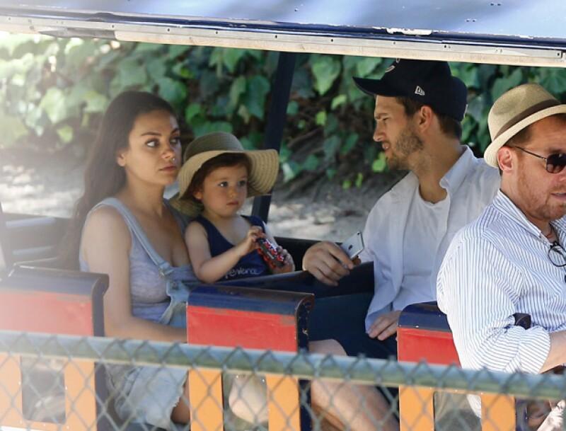 Wyatt Isabelle se divirtió en un trenecito en el parque, en el que portó tranquila en todo momento.