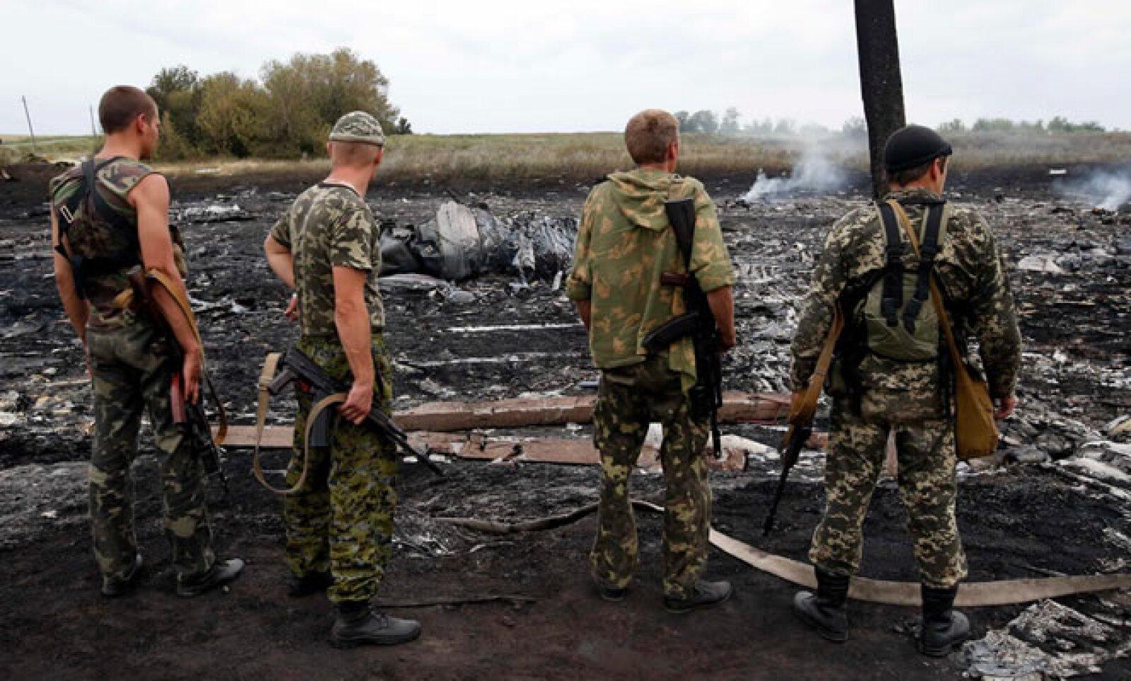 Autoridades ucranianas dicen que el avión fue derribado en el este de Ucrania por un misil tierra aire Buk.