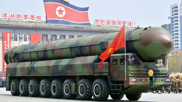Corea del Norte presume armamento militar