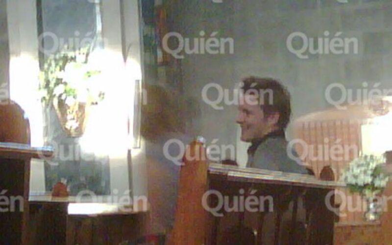 La bloguera de Quién.com, Rania, encontró a la pareja tomada de la mano, sonriente y rezando en la iglesia de San Agustín.