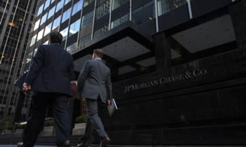 JPMorgan acordó, este martes, pagar un monto récord de 13,000 millones de dólares a EU. (Foto: Reuters)