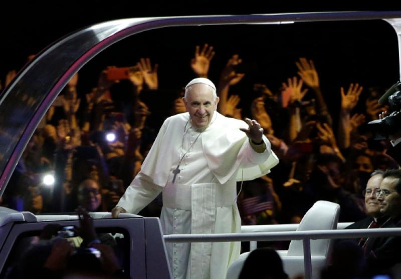 El pontífice se ha ganado el cariño de todos, no sólo por su carisma sino por las atenciones que tiene con sus fieles y en este día tan especial lo celebra junto a ellos.