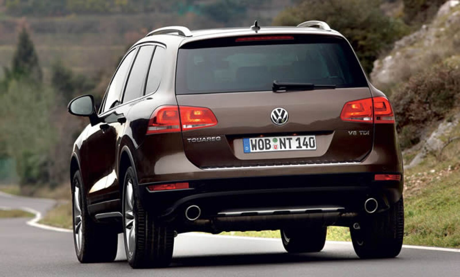Estará disponible en color negro, gris, azul, blanco, plata o marrón y con interiores en negro, beige o marrón.