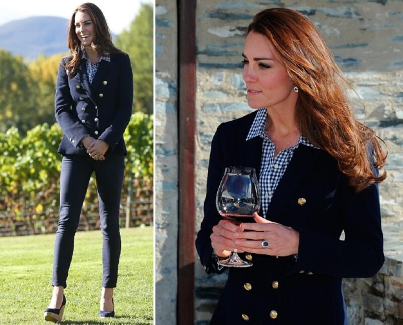 Quizá el look del día, Kate vistió un atuendo casual para pasar la tarde en un viñedo junto a su esposo.