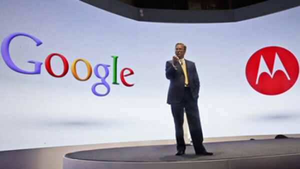Google compró Motorola Mobility en mayo por 12,500 millones de dólares. (Foto: AP)