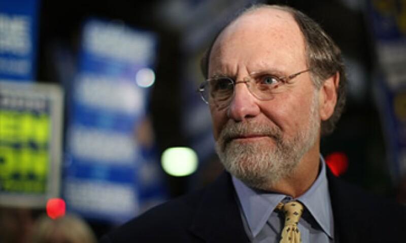 Jon Corzine se vio obligado a renunciar a su cargo de CEO de MF Global por el escándalo. (Foto: Cortesía CNNMoney)