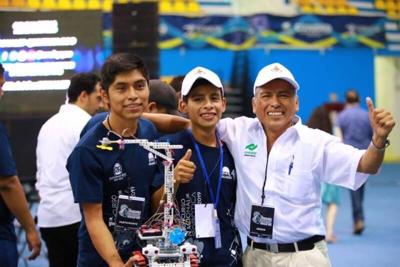 Estudiantes nahuas concurso de robótica