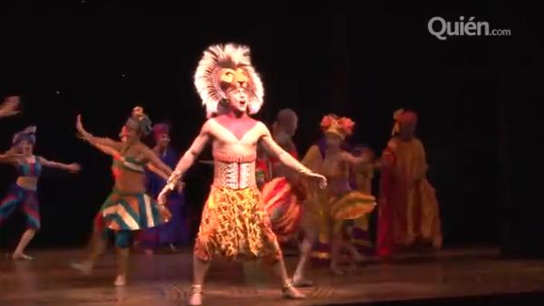 El actor se estrena en la producción mexicana, luego de haber interpretado cientos de veces el papel de Simba en España y demuestra por qué no hay león con más garra que él.