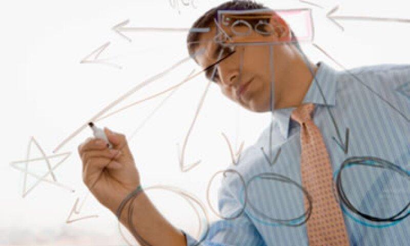 Actualizar el plan de negocios para adecuarlo a la evolución de la empresa es uno de los consejos de Jaime García al impartir su mentoría a los Emprendedores 2012, categoría Alto Crecimiento. (Fotos: Thinkstock)