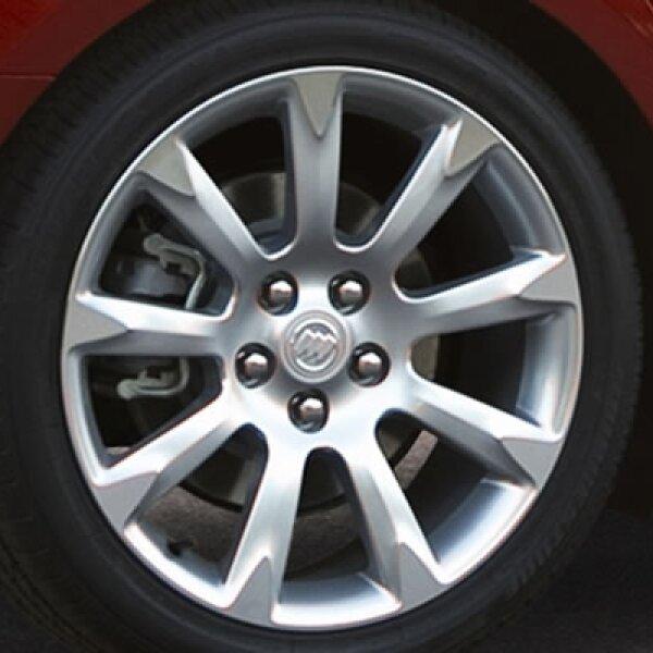 El control de tracción es esencial para la seguridad de los pasajeros. Este sistema, además de cumplir con las funciones de diferencial auto bloqueante limita el giro de las ruedas para que se prevenga la pérdida de adherencia.