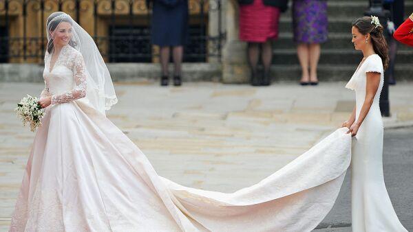 Kate y Pippa Middleton en la Boda Real, usando diseños exclusivos de Sarah Burton by Alexander McQueen