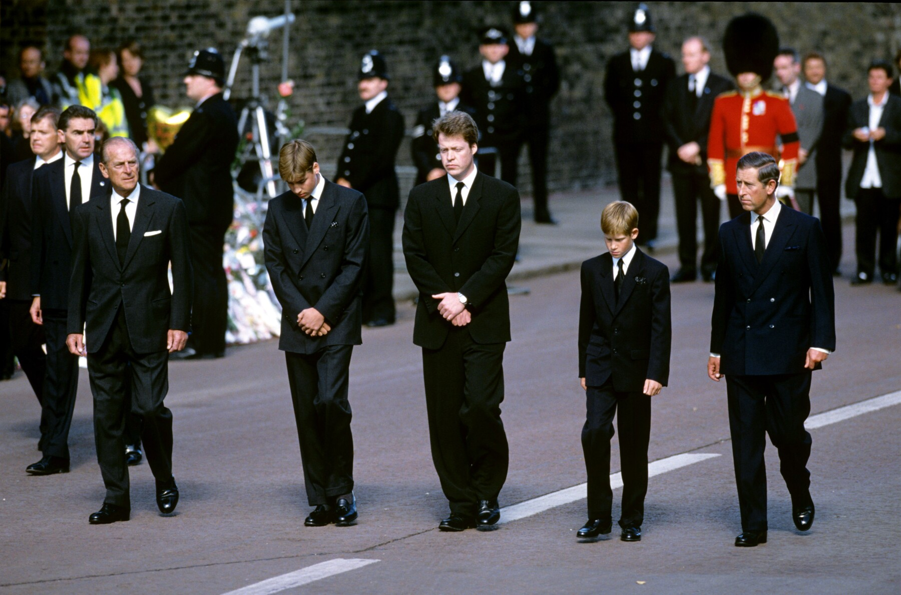 Duque de Edimburgo, príncipe William, Charles Spencer, príncipe Harry y el príncipe Carlos