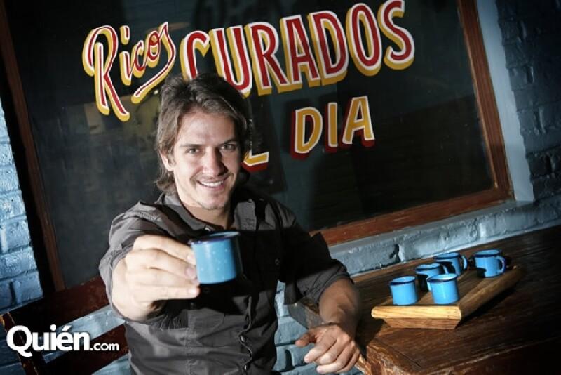 Bobby Domínguez brinda en La Bonita