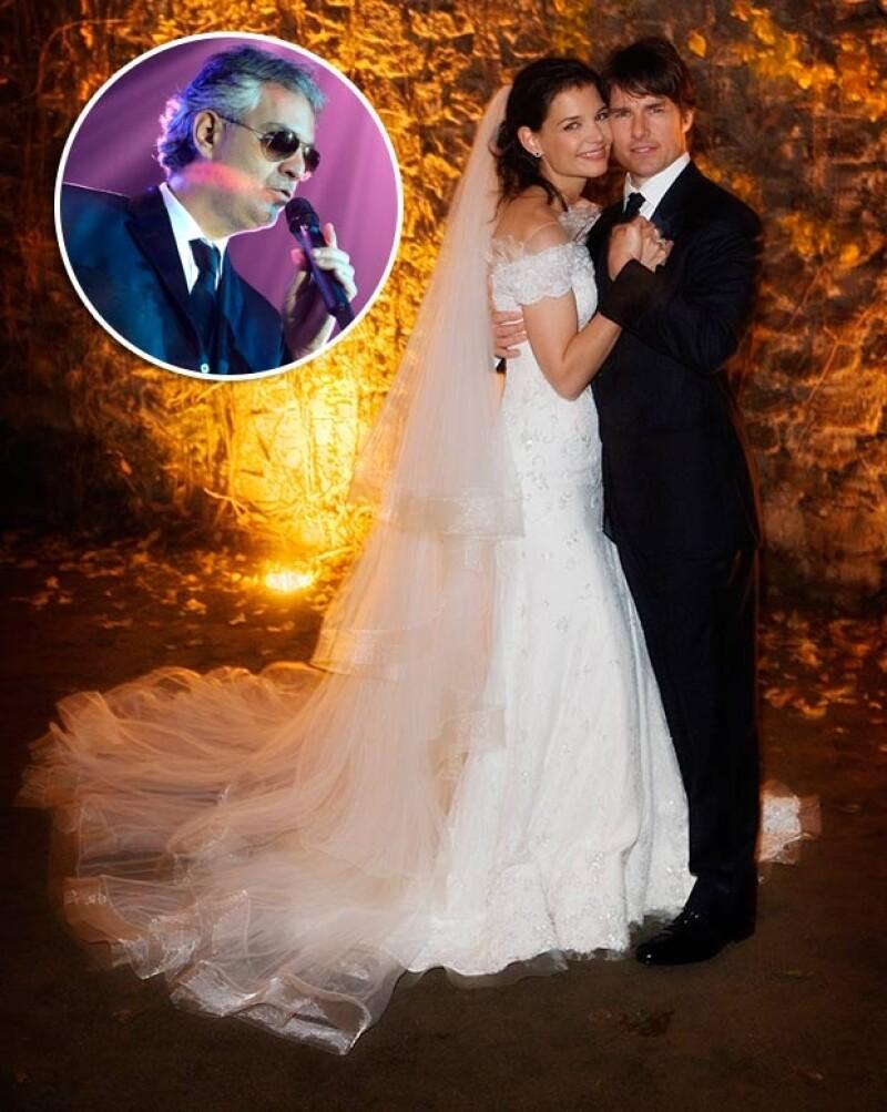 Tom Cruise y Katie Holmes celebraron su amor con la voz de Andrea Bocelli.