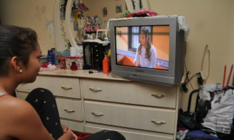 Comprar una televisión digital, un decodificador, una antena o un paquete de televisión de paga, la solución para no quedarse sin tele. (Foto: Notimex )
