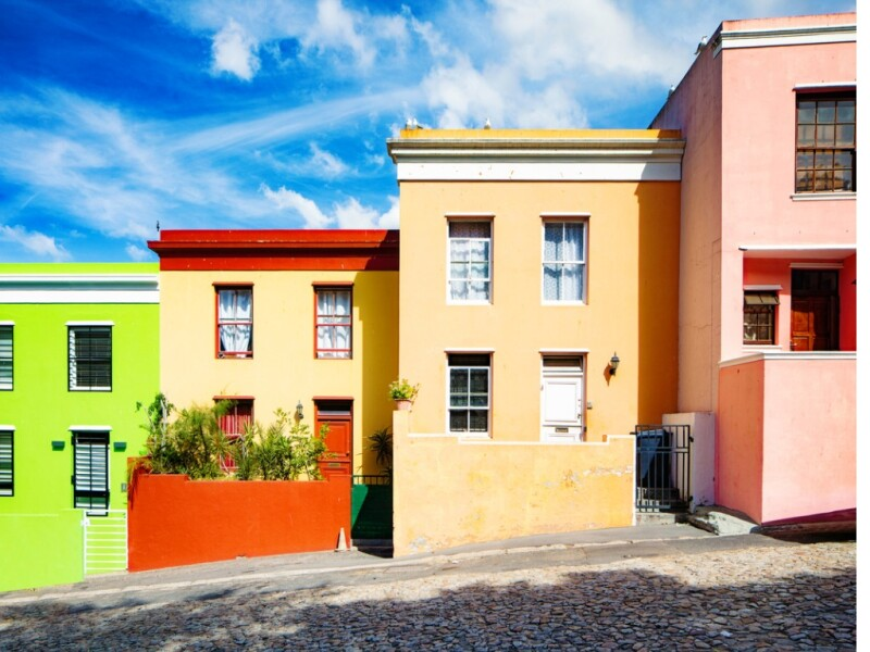 row-of-colorful-houses-in-cape-town-picture-id1146730115.jpg
