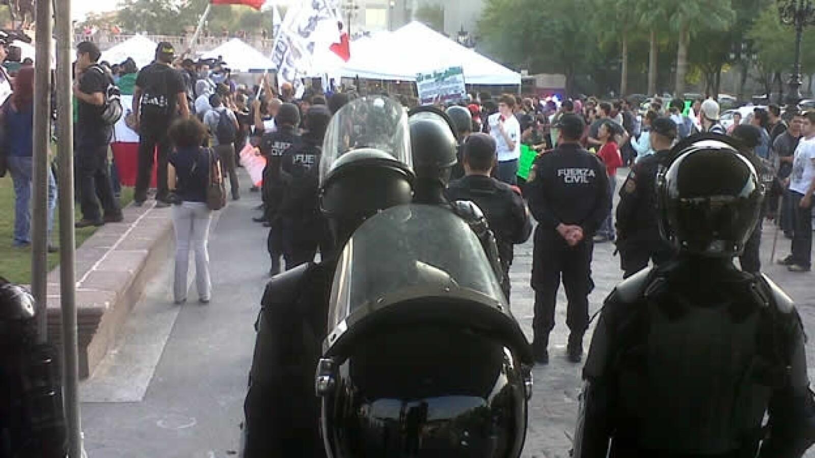 policias granaderos en marcha de yosoy132