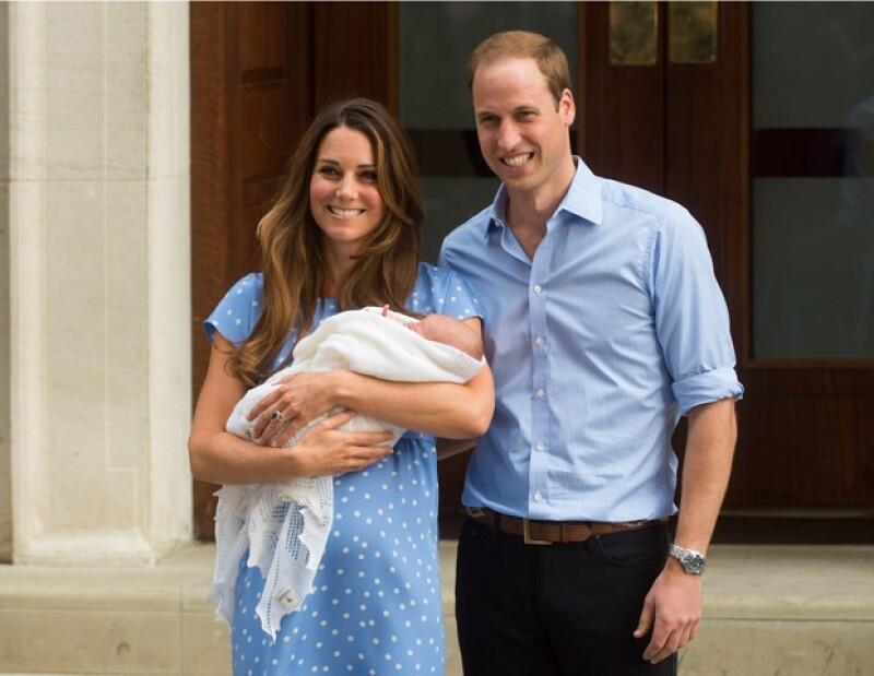 Kate y Guillermo presentaron al royal baby ayer por la tarde.