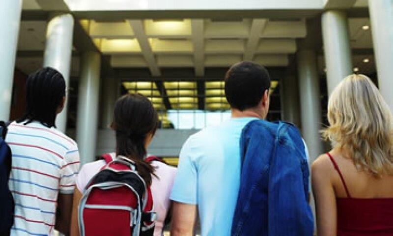 Los estudiantes buscan saber de voz de otros sobre determinada opción académica. (Foto: Thinkstock)