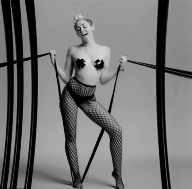 El corto fue parte de los visuales del Bangerz Tour de Miley Cyrus.